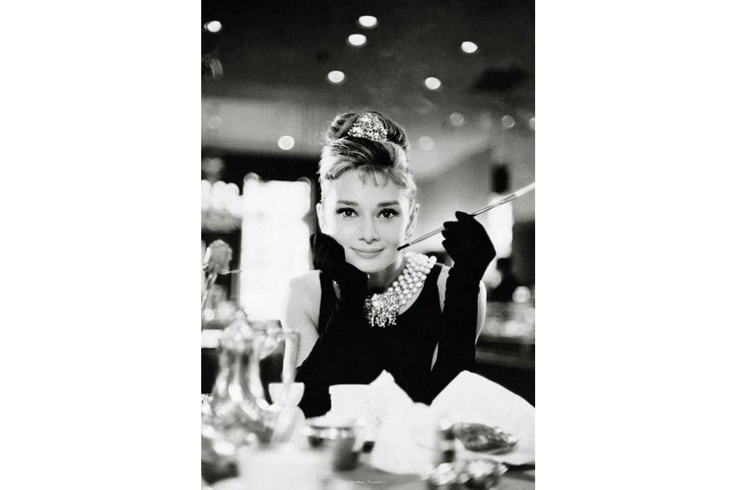 1Wall 1Wall fototapeta Audrey Hepburn u Tiffanyho 158x232 cm