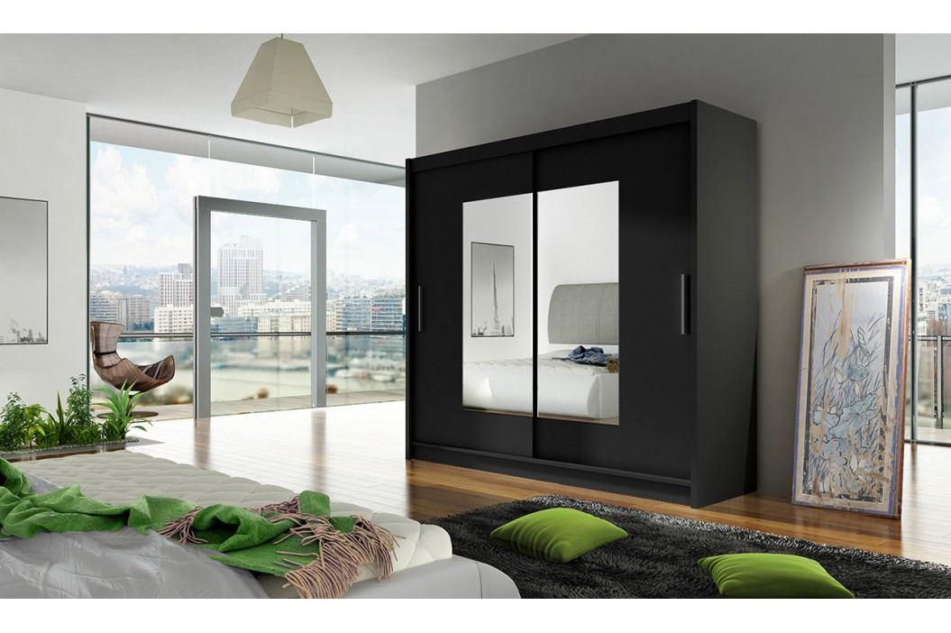 Skříň s posuvnými dveřmi v černé barvě se zrcadly na středu dveří F1104