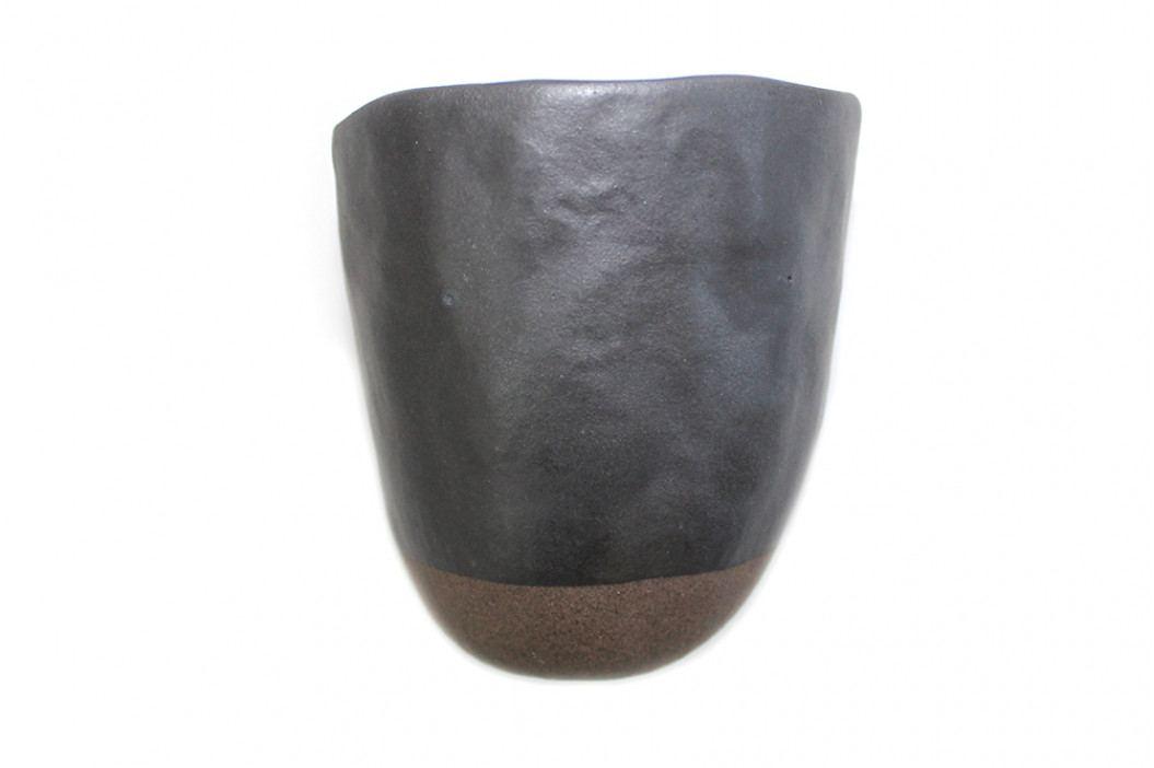 MIJ Hrnek s nepravidelným okrajem MUG SUSHI černo-hnědý