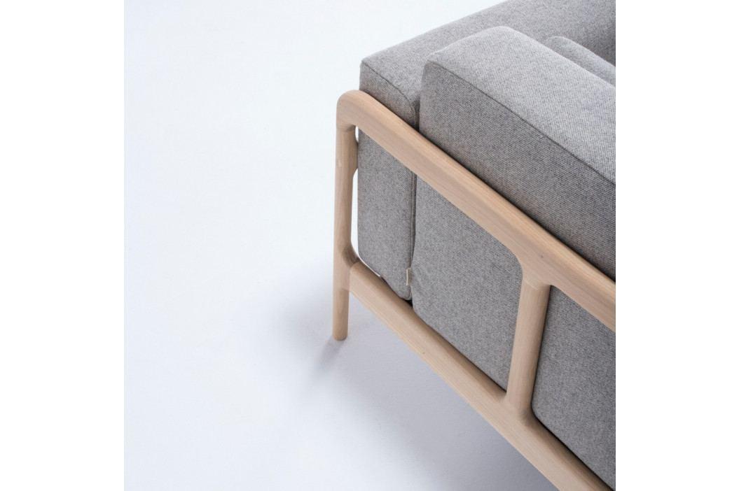 Křeslo s konstrukcí z dubového dřeva s šedým textilním sedákem Gazzda Fawn