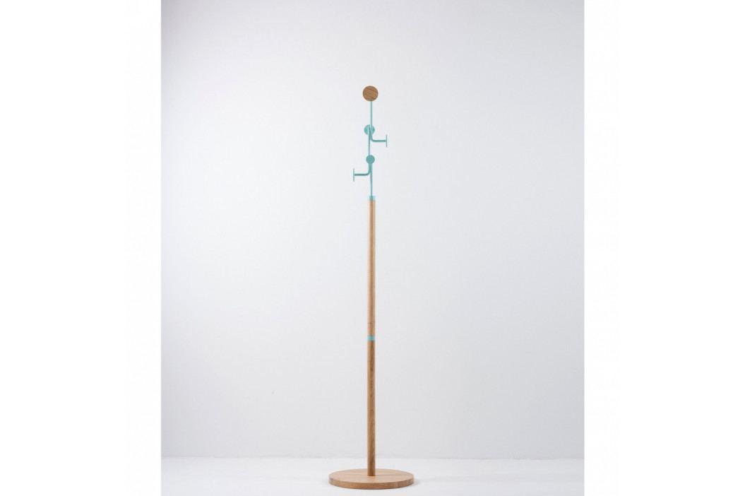 Stojací věšák z masivního dubového dřeva s modrým detailem Gazzda Hook
