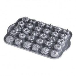 Nordic Ware Forma na 30 kousků cukroví Tea Cakes and Candies Bundt® stříbrná