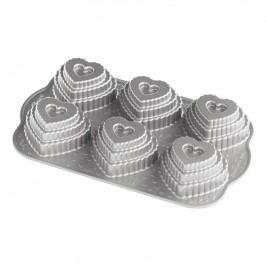 Nordic Ware Forma na 6 patrových srdíček Tiered Heart Bundt® stříbrná
