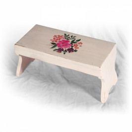 Malá ručně malovaná dřevěná stolička.