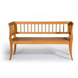 Replika selské lavice.