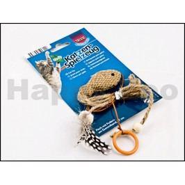 Hračka TRIXIE - hnědá rybička s catnipem a peřím na gumičce 27cm