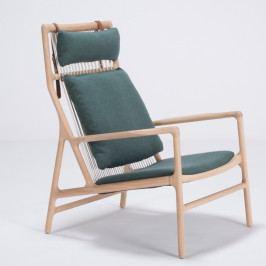 Křeslo s konstrukcí z dubového dřeva se zeleným textilním sedákem Gazzda Dedo