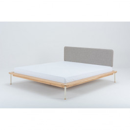 Dvoulůžková postel z dubového dřeva Gazzda Fina, 180 x 200 cm