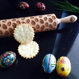 Goody Woody Velikonoční embosovaný váleček na těsto Easter Eggs, hnědá barva, dřevo