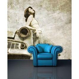 Žena u auta (126 x 114 cm) -  Fototapeta na zeď
